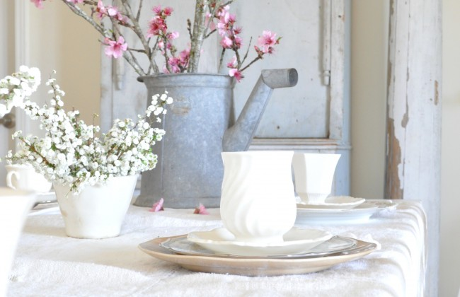 A simple spring table setting